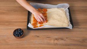 ovocie na koláč od Naty ukladáme šupkou nadol