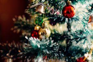 vianočný stromček vytvára nádhernú vianočnú atmosféru