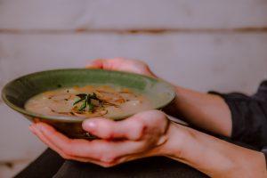 Chuť od Naty varí polievku Kulajda