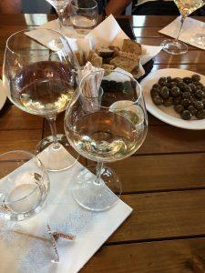 Naty odporúča ochutnať aj typické Albánske vína z vinárne Čobo
