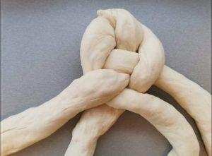 Originálny spôsob pletenia vianočky ukazuje Naty