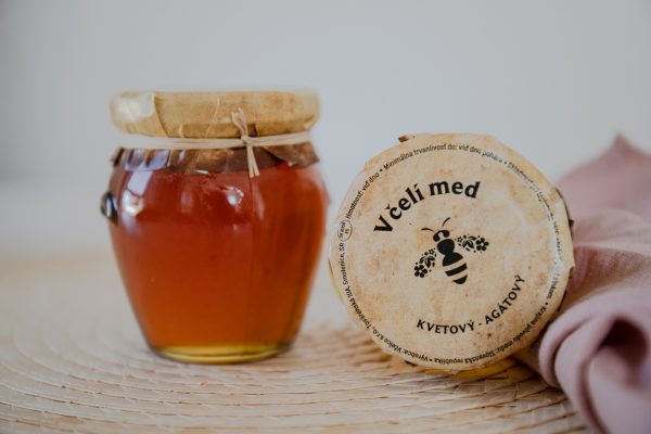 Med agátový
