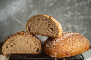 Jednoduchý recept na kváskový chlieb od Naty s cmarom