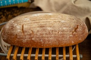 skvelý recept na kváskový chlieb nájdete u Naty